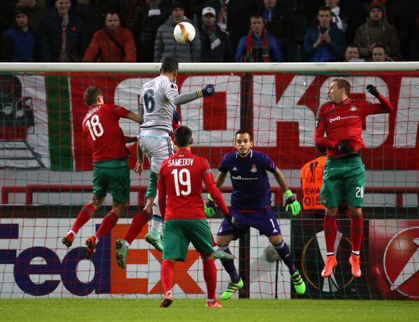 Игровой момент матча 1/16 финала Лиги Европы Локомотив - Фенербахче