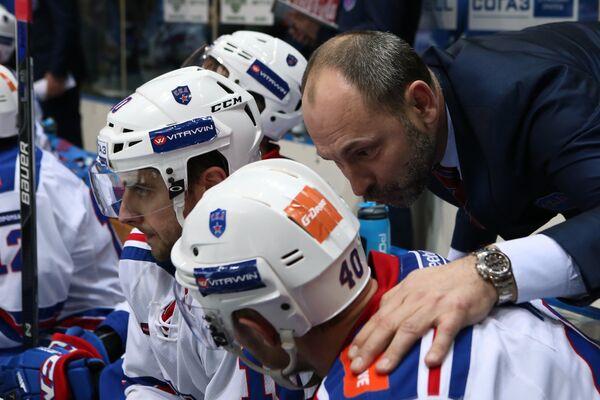 Главный тренер СКА Сергей Зубов (справа)