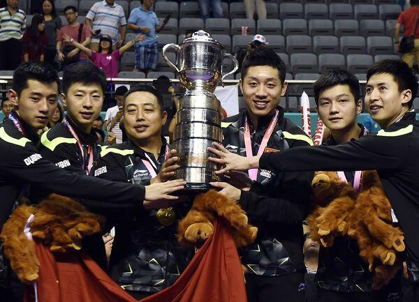 Спортсмены мужской сборной Китая по настольному теннису