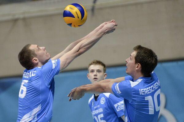 Волейболисты Газпром-Югры Алекса Брджович, Антон Сёмышев и Ян Ерещенко (слева направо)