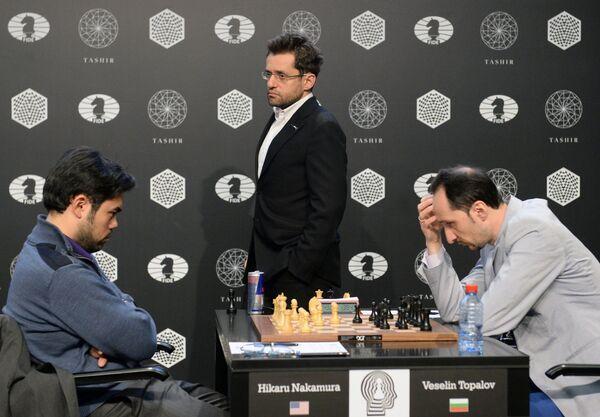 Слева направо на первом плане: гроссмейстеры Хикару Накамура (США), Левон Аронян (Армения) и Веселин Топалов (Болгария)