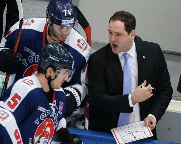 Гиртс Анкипанс (справа)