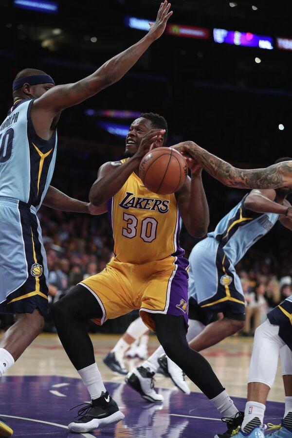 Форвард клуба НБА Лос-Анджелес Лейкерс Джулиус Рэндл (№30)