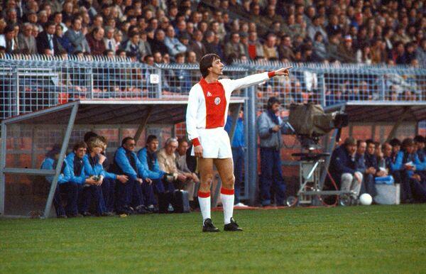 Нападающий Аякса Йохан Кройф (1982 год)