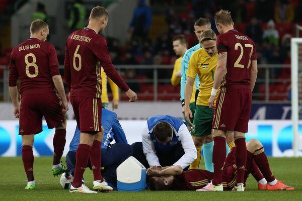 Игровой момент товарищеского матча Россия - Литва