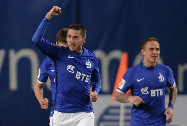 Футболисты Динамо Алексей Ионов (слева) и Андрей Ещенко радуются забитому мячу