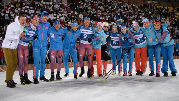 Шестой слева: Иван Черезов