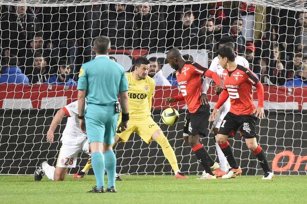 Игровой момент матча Ренн - Монако