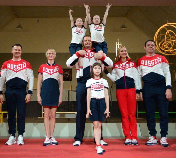 Алексей Немов, Светлана Хоркина, Владимир Алекно, Татьяна Навка и Павел Буре (слева направо)
