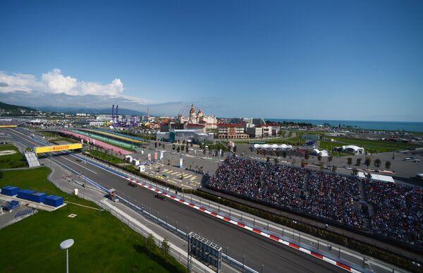 Вид на гоночную трассу Сочи Автодром во время гонки Гран-при России