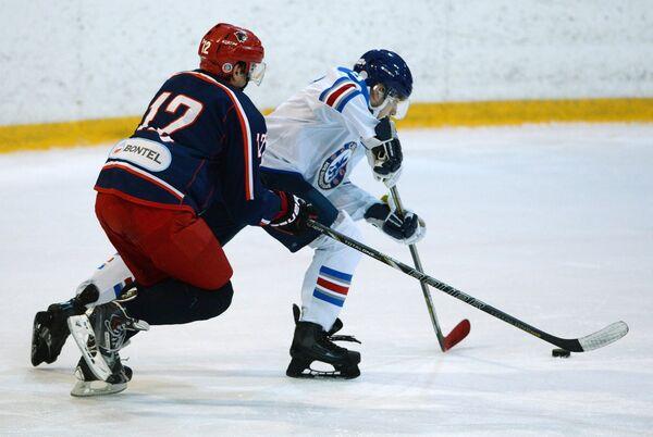 Игровой момент матча  Ночной хоккейной лиги между командами Ягуар (Москва) и Челси (Москва)