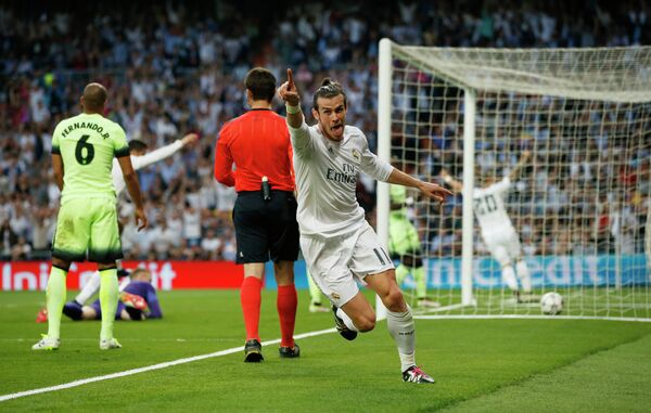 Полузащитник Реала Гарет Бейл радуется забитому мячу