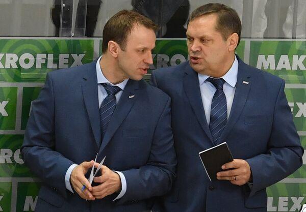 Главный тренер сборной Латвии Леонид Береснев (справа)