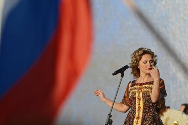 Певица Пелагея выступает на концерте От Руси до России