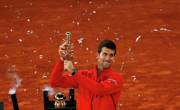 Новак Джокович после победы на теннисном турнире в Мадриде