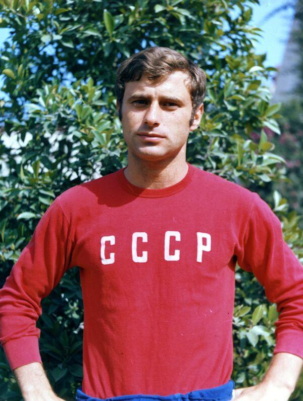 Нападающий сборной команды СССР по футболу Анатолий Бышовец