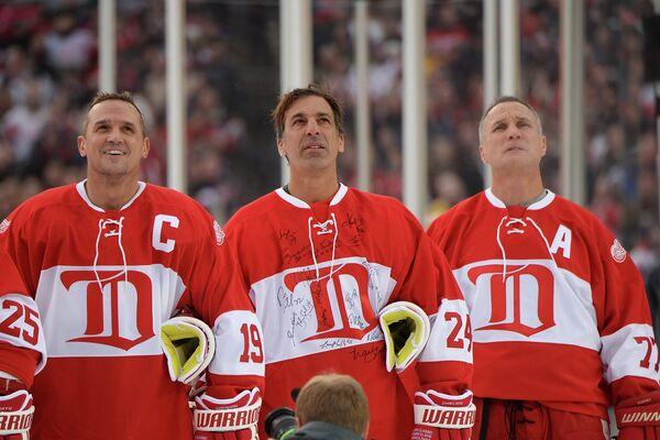 Стив Айзерман, Крис Челиос и Пол Коффи (слева направо)