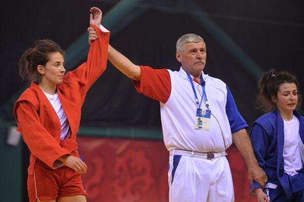 Мария Молчанова (Россия) (слева)