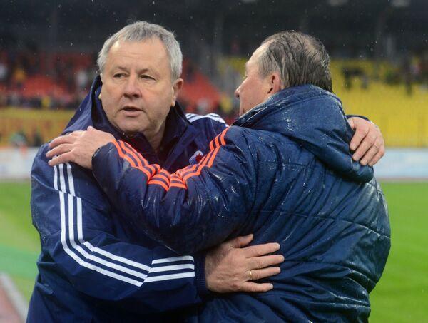 Главный тренер Факела Павел Гусев (слева) и главный тренер Арсенала Сергей Павлов