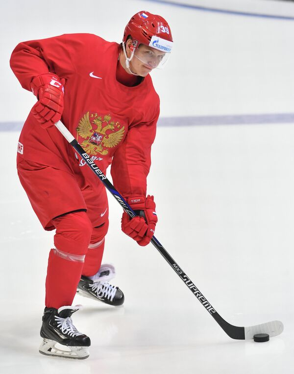 Нападающий сборной России Степан Санников во время тренировки.