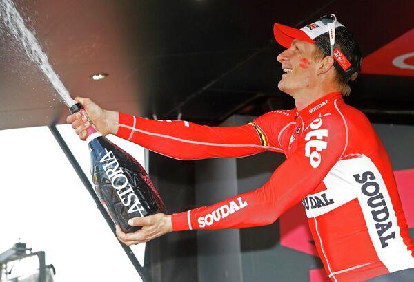 Немецкий велогонщик Андре Грайпель из команды Lotto-Soudal после победы на 12-м этапе Джиро
