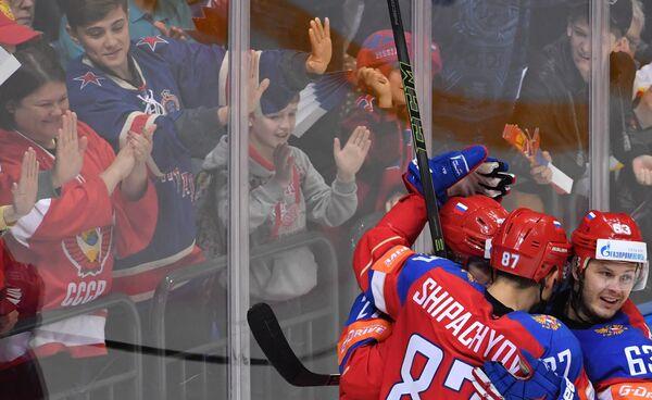 Хоккеисты сборной России Артемий Панарин, Вадим Шипачев и Евгений Дадонов (слева направо)