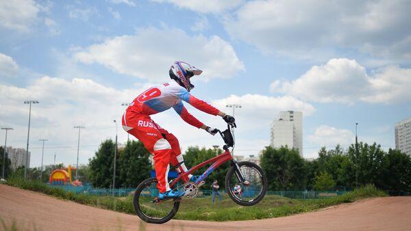 Спортсмен сборной России по велоспорту в дисциплине BMX Александр Катышев во время тренировки