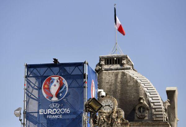 Открытие фан-зоны чемпионата Европы по футболу перед Эйфелевой башней в Париже