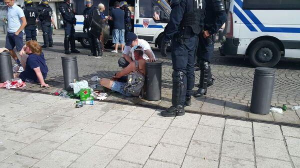 Пострадавший в результате столкновений с участием болельщиков в Марселе