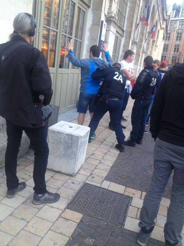 Задержаыние четверых футбольных болельщиков из России
