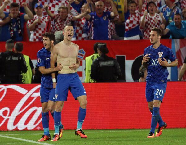 Игроки сборной Хорватии Иван Перишич (в центре), Шиме Врсалько и Марко Пьяца (справа)