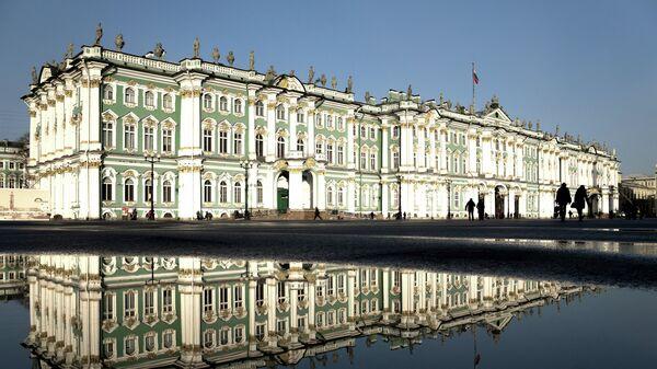 В Петербурге эвакуируют посетителей Эрмитажа после сообщения о минировании