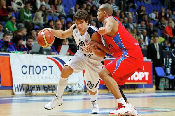 Павел Сергеев (слева)