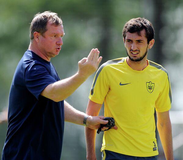 Чешский тренер Павел Врба (слева)