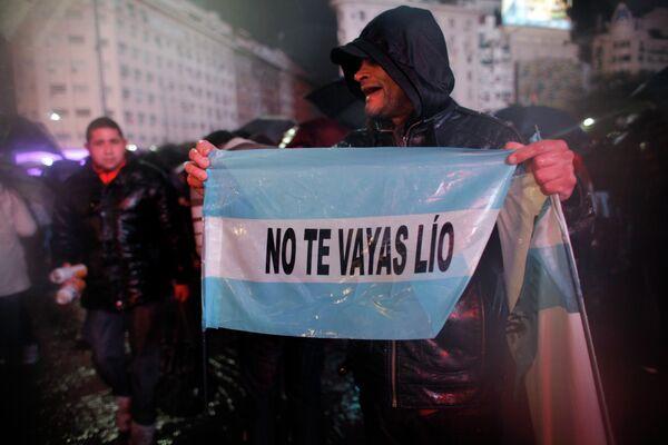 Митинг болельщиков сборной Аргентины с призывом к Лионелю Месси вернуться в команду