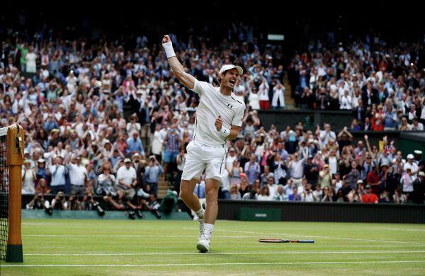 Энди Маррей после победы на Уимблдонском теннисном турнире