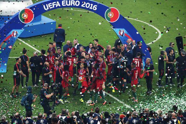 Футболисты и тренерский штаб сборной Португалии