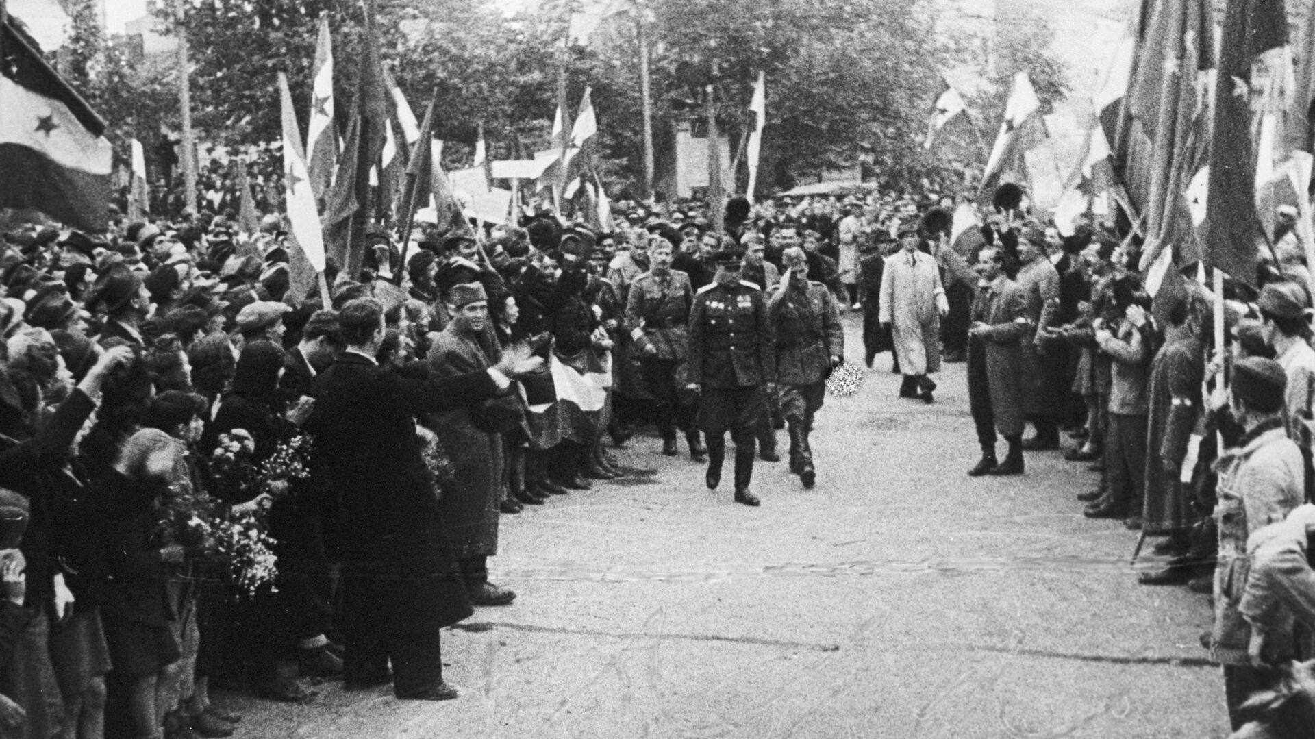 Советские войска и югославские партизаны входят в Белград - РИА Новости, 1920, 09.05.2021